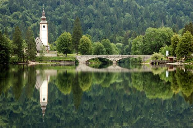 Оформить озеро на участке своими руками реально: советы по 58