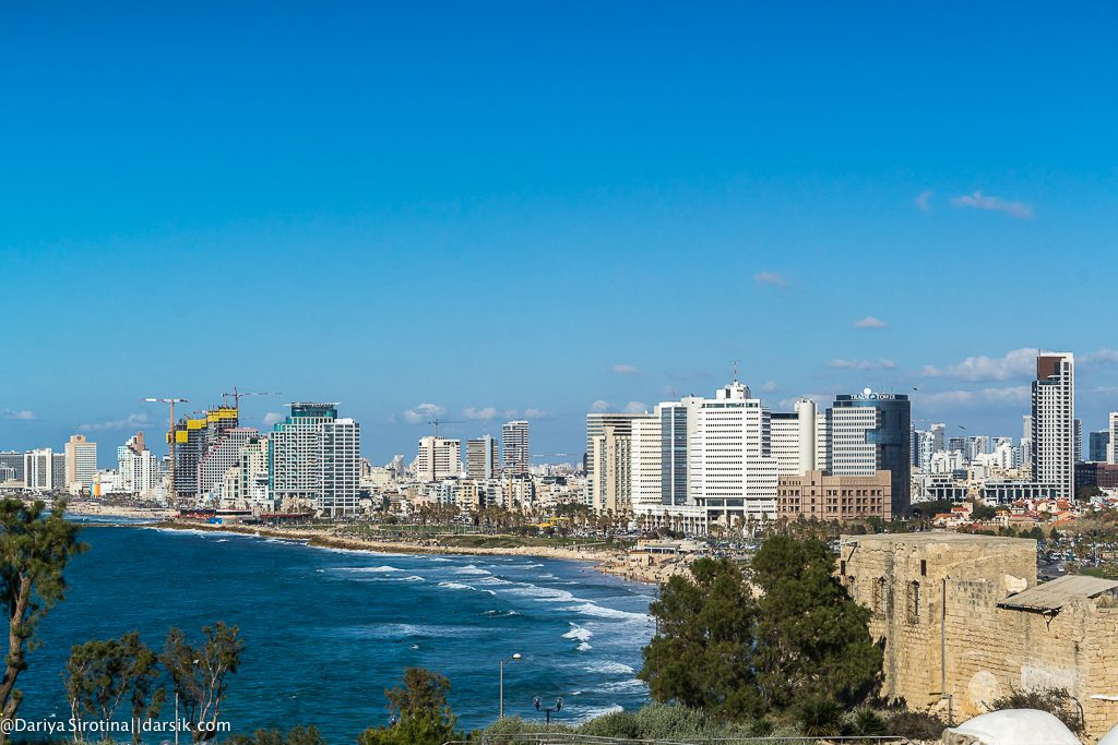 Белый город у синего моря
