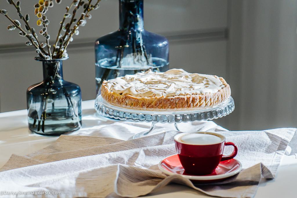 Едим и не толстеем: пирог с ягодами и меренгой