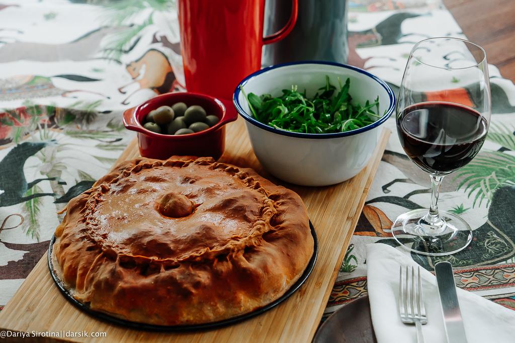 Как у бабушки: татарский пирог с мясом и картофелем