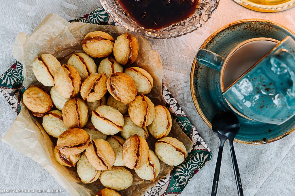 Вкус детства: орешки с вареной сгущенкой