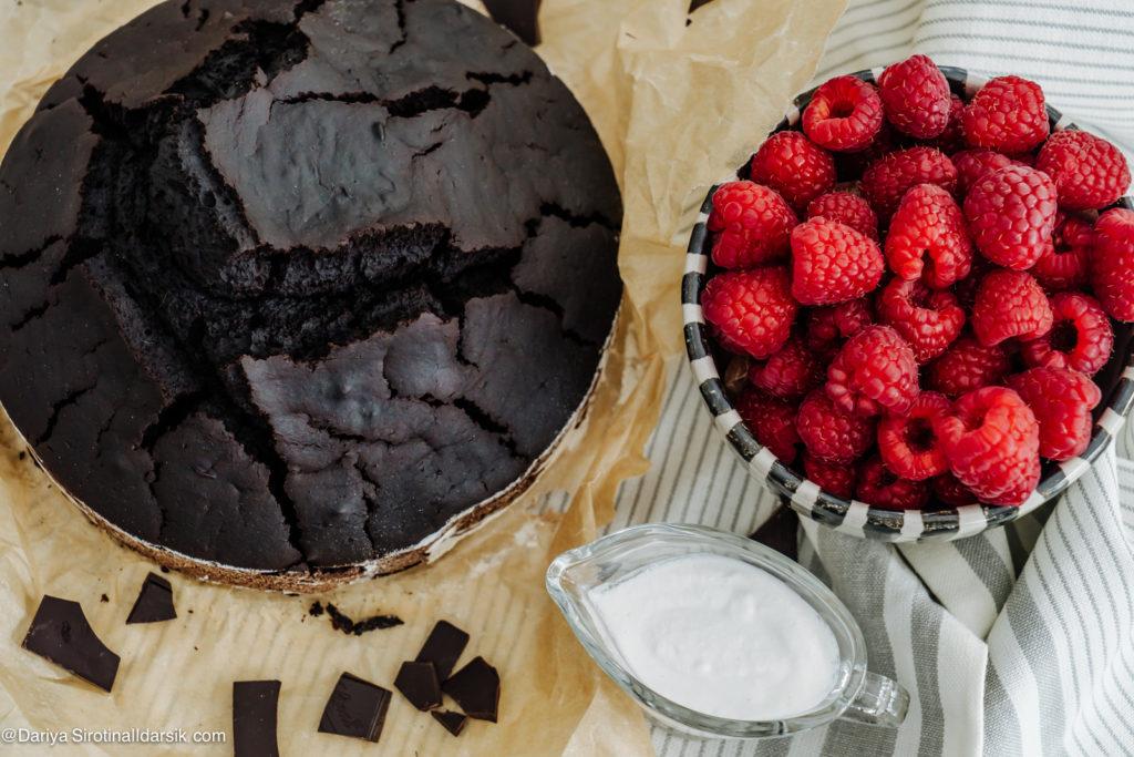 Неприлично вкусный шоколадный веганский кекс